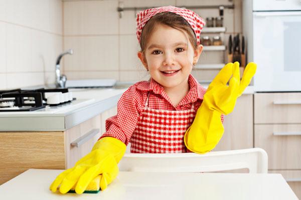 Làm việc nhà giúp trẻ vận động phát triển trí não
